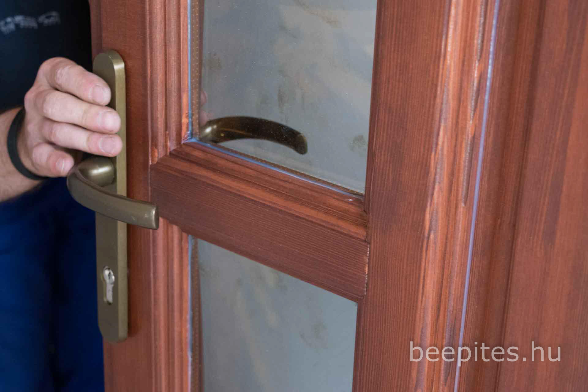Fa beltéri ajtó beállítása