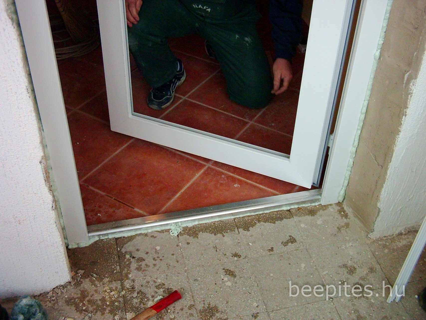 Nyílászáró, ajtó, ablak beépítés NAFA Kft. Vakolt falnyílásba